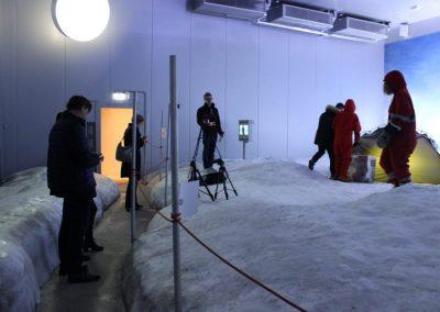 Film_Crew_am_Set_Antarktis_im_Klimahaus_Bremerhaven-1030x687